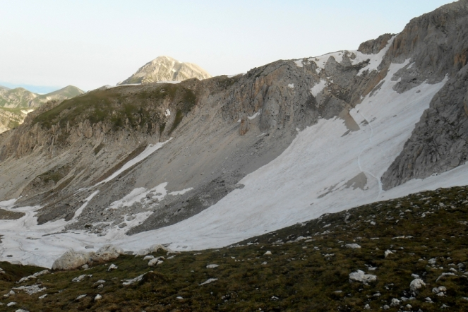 The approach way to the west ridge
